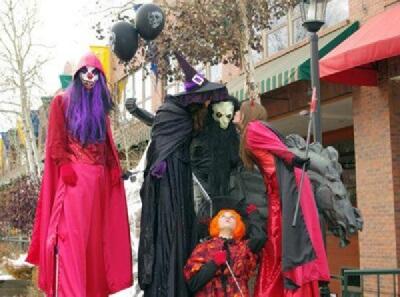 Salida Circus Spooky Stiltwalkers